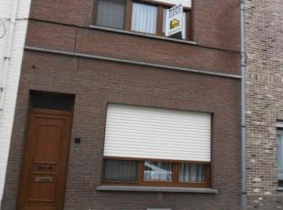 Goed onderhouden GEZINSWONING op 3 are met 3 slaapkamers,  mooie tui (z), garage met aparte toegang langs prive-weg. <br /> Indeling: inkom, living  m