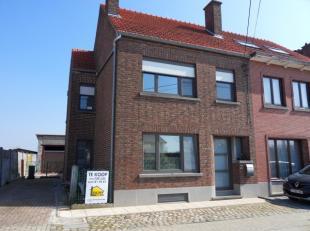 KERSBEEK-MISKOM, Kersbeek-Dorp 32: Ruime EENGEZINSWONING, HOB, op 9 are 80 ca met 3 slaapkamers, garage en mooie tuin. Deze woning werd grotendeels ve
