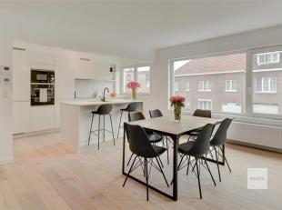 Breng een virtueel bezoek: https://omniavastgoedmanagement.be/detail/134<br /> Gerenoveerd luxe appartement met terras van 15m²<br /> Het apparte