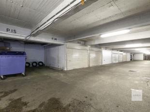 Ondergrondse overdekte autostaanplaats gekend P.14 (niveau -1) in residentie Regent  III.<br /> Adres: De Roest d'Alkemadelaan 11 te Berchem (Pulhof).