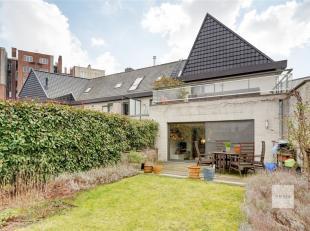 Dit uniek triplex appartement is gelegen in de Theaterbuurt, deze plaats vormt al meer dan vijfhonderd jaar de place to be in Antwerpen.De inkomhal ge