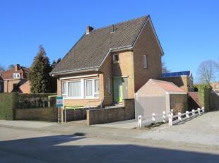 Deze gezinswoning is gelegen nabij het centrum van Brugge en rondom tal van voorzieningen zoals scholen, winkels, sportcentra, . De woning is volledig
