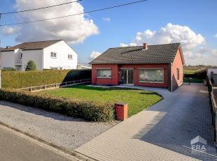 Leuke gelijkvloerse woning met 3 slaapkamers en garage en mooie omheinde tuin met prachtig vrij zicht met in de verte het idyllische dorpje Kozen.Klik