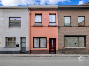 Maison de ville à rafraîchir / rénover avec 2 chambres à coucher avec terrasse spacieuse, au centre de Tienen. À dis