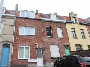 Opbrengsteigendom in het centrum van Kortrijk. Het gebouw beschikt over 3 appartementen.<br /> Het gebouw werd 5 jaar geleden gerenoveerd naar de huid