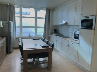 Gerenoveerd appartement van 80m2 (gelijkvloers) op 't Zuid.<br /> Men komt onmiddellijk terecht in de open keuken met eetkamer.<br /> In de keuken zel