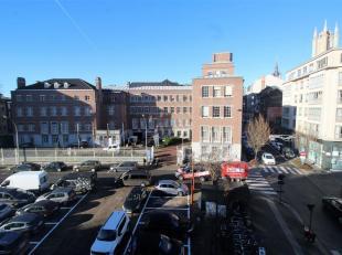 Ideaal gelegen kantoorruimte met zicht op de historische gebouwen, de 3 torens en de Reep te Gent.<br /> Gebouw met een zeer aangename werkomgeving en