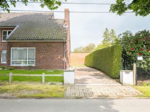 Deze charmante halfopen woning gelegen te Sint-Martens-Latem is volledig te renoveren. Op wandelafstand van het centrum van Sint-Martens-Latem ,winkel