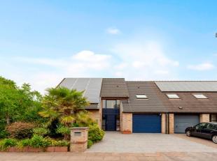 Deze toffe woning wordt verkocht met zonnepannelen en certificaten (tot 2029)! Dit huis biedt alles wat een familie zich kan wensen. Op de grote oprit