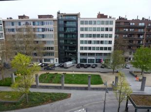 Instapklaar duplex-appartement van 129m2, zeer centraal gelegen op de groene boulevard aan het winkelcentrum.  Het station ligt op 5 minuten wandelen,