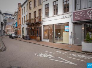 Handelsgelijkvloers van 65m2 op toffe commerciële ligging tussen winkels als Filippa K, Jade, Copines, Noppies, Marcain, Helsen Ladies, Heleven,