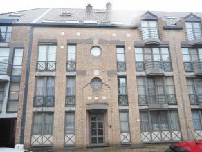Appartement op de derde verdieping in het centrum van Hasselt met ingerichte keuken en badkamer, living, 2 slaapkamers, berging en een autostandplaats