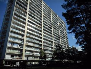Dit appartement ligt op de 8ste verdieping en bestaat uit een inkomhal, living, keuken, toilet, badkamer, 2 slaapkamers en een terras. Er is ook een k
