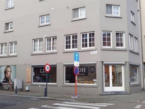 Kantoor- / winkelruimte op een toplocatie te Hasselt. Deze handelsruimte is +/- 100 m² groot en beschikt over een aparte keuken en bergruimte. De
