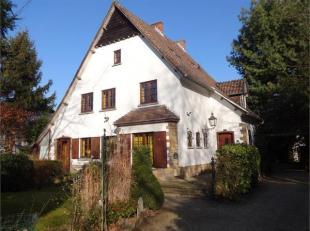 Deze leuke en vooral ruime op te frissen woning te Hasselt heeft een ideale ligging op de verbindingsweg Hasselt - Genk. Ze bestaat op het gelijkvloer