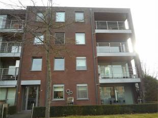 Dit appartement op de eerste verdieping met ingerichte keuken en badkamer, ruime living, 2 slaapkamers, berging, 2 overdekte terrassen en een ondergro