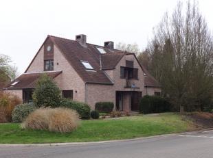 Eigentijdse villa te Diepenbeek.<br /> Deze ruime open bebouwing ligt op een perceel van 7 are 62 ca en heeft een bewoonbare oppervlakte van +/- 240m&