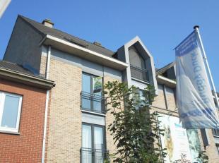 Centraal gelegen duplex appartement te Diepenbeek. Dit appartement bestaat uit twee slaapkamers, een ingerichte keuken en badkamer, living.
