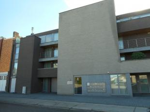 Dit appartement op de 3de verdieping bestaat uit 2 slaapkamers, ingerichte keuken en badkamer, living, berging en 2 ruim terrassen.<br /> Ook is er ee