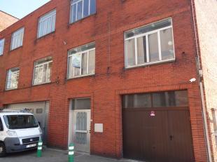 Gunstig gelegen appartement vlakbij de kleine ring in Hasselt.<br /> Dit appartement op de 1ste verdieping bestaat uit een living, keuken, badkamer, 2
