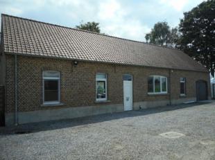 Gunstig gelegen open bebouwing te Bocholt.<br /> Deze woning bestaat uit een living, open keuken, wasplaats, badkamer, drie slaapkamers, een garage en