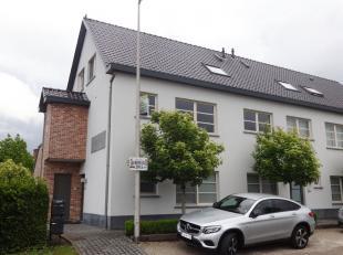 Ruime, goed onderhouden duplex appartement te Kuringen.<br /> Dit appartement bestaat uit drie slaapkamers, keuken en badkamer, living, berging, zeer