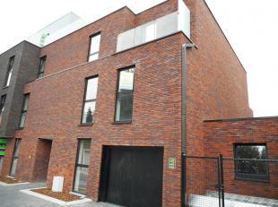 Modern nieuwbouw appartement te Hoeselt.<br /> Dit appartement van +/-90 m² heeft twee slaapkamers, een ingerichte keuken en badkamer, living, be