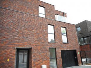 Modern nieuwbouw appartement te Hoeselt.<br /> Dit appartement van +/-80 m² heeft twee slaapkamers, een ingerichte keuken en badkamer, living, be