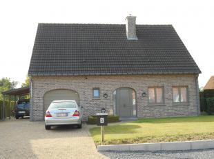 Deze mooie ruime open bebouwing te Hasselt bestaat uit een inkomhal, living, keuken, wasplaats, badkamer, 3 slaapkamers, waarvan 1 met dressing, veran