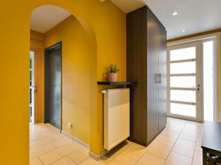 Deze mooie, rustig gelegen woning te Evergem wordt u exclusief te koop aangeboden door Access Estate.Voor meer info of een bezoek bel uw vastgoedmakel