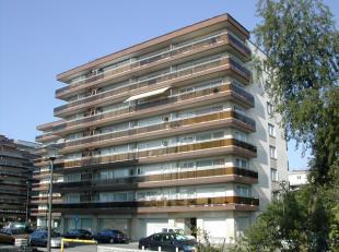 Vrij - te bezichtigen via kantoor.<br /> <br /> Hoekappartement, 86 m², 2de verdiep (lift), gelegen aan Katarinaplein (diverse handelszaken, bush