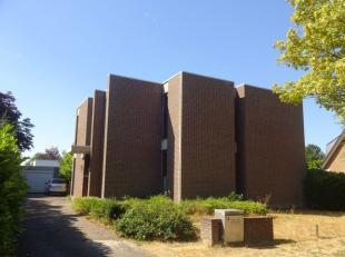 Beschikbaar - te bezichtigen via www.rzk.be<br /> <br /> Woonhuis, 278 m², gelijkvloers en 1ste verdiep, met hal, vestiaire, living, eetkamer, ke