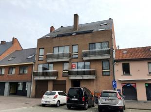 Vrij - te bezichtigen via kantoor <br /> <br /> Appartement, 1ste verdiep, met hal, vestiaire, living, keuken (met keukenkasten, dampkap en spoeltafel