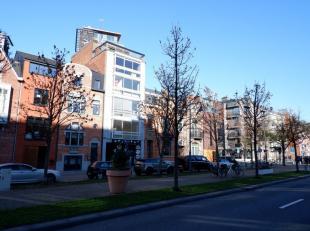 Beschikbaar 01.07.2019 - te bezichtigen via www.rzk.be <br /> <br /> Dakappartement op de boulevard van Hasselt, 60 m², 5de verdiep, met living,