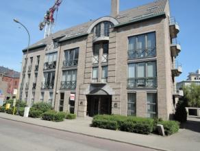 Vrij - te bezichtigen via kantoor.<br /> <br /> Gelijkvloers handelspand, 90 m², gelegen vlakbij de kleine ring, het ziekenhuis en het Villersp