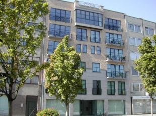 Beschikbaar 01.08.2019 - via kantoor<br /> <br /> Appartement, 68 m², 2de verdiep, bestaande uit inkomhal, living, keuken (spoeltafel (enkele spo