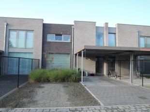 Vrij 01.03.2019 - te bezichtigen na tel. afspraak 0478 357 303.<br /> <br /> Woonhuis, 130 m², met gelijkvloers : inkomhal, living, keuken (dubbe