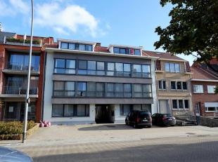 Vrij - te bezichtigen via kantoor.<br /> <br /> Appartement, 52 m², 3de verdiep, met hal, living, keuken (keukenkasten, spoeltafel, dampkap, elek