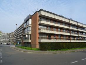 Vrij - te bezichtigen via kantoor.<br /> <br /> Zeer ruim appartement (121 m²) gelegen aan het Sint-Katarinaplein, instapklaar, 1ste verdiep, met