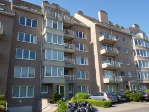Vrij  - te bezichtigen via kantoor<br /> <br /> Appartement, 104 m², 1ste verdiep, met hal, living, keuken (keukenkasten, spoeltafel, dampkap, ga