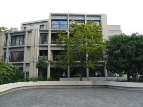 Vrij - te bezichtigen via kantoor.<br /> <br /> Recent instapklaar appartement in het centrum van de stad, 158 m², 1ste verdiep, met hal, living,