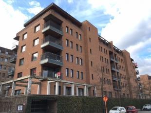 Vrij - te bezichtigen via kantoor.<br /> <br /> Appartement, 64 m², 1ste verdiep, met hal, living, kookhoek (koelkast met vriesvak, oven, keramis