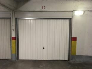 Vrij - te bezichtigen via kantoor.<br /> <br /> Ondergrondse garagebox, Katarinaplein 2 / Leonard Lessiuslaan 2.