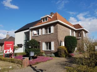 Op te knappen gezinswoning met 4 slaapkamers, gelegen in een residentiële wijk in Hasselt/Kiewit nabij de Borggrave Vijvers. Op enkele kilometers
