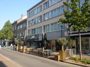 Gelijkvloers handelspand (+/-80m²) gelegen op een toplocatie, vlakbij de kruising met de Hoogstraat (hoofdwinkelstraat). De Aldestraat staat geke