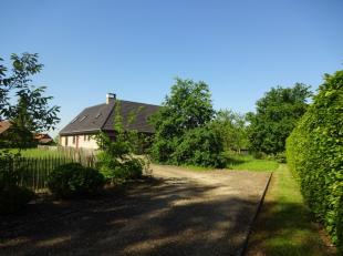Op zoek naar een ruime, aangename en gezellige woning met een zeer grote tuin in een landelijke omgeving met veel groen omringd en met een vlotte verb
