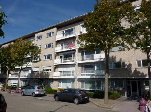 Wij mogen je dit ruime appartement (3e verdieping, lift) met 3 slaapkamers aanbieden, vlak aan het centrum van Genk. Met een vlotte verbinding met de