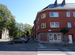 Vrij - te bezichtigen via kantoor..<br /> <br /> Appartement, 70,5 m², gelijkvloers, met living, keuken (keukenkasten, dampkap, fornuis met oven