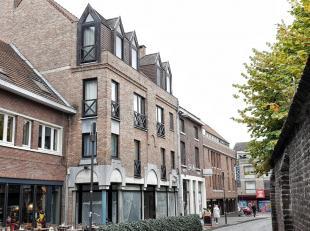 Opbrengstbuilding in het centrum van Hasselt, bestaande uit 6 appartementen met 1 slaapkamer en één handelsgelijkvloers. Het handelscent
