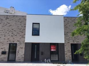 Beschikbaar - te bezichtigen via online bezoekaanvraag op www.rzk.be<br /> <br /> Instapklare nieuwbouwwoning, 137 m², gelijkvloers en 1ste verdi